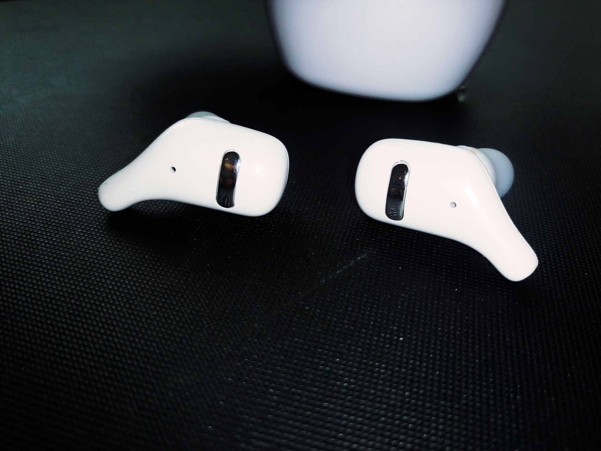 SZWYOR A2 TWS Earbuds design