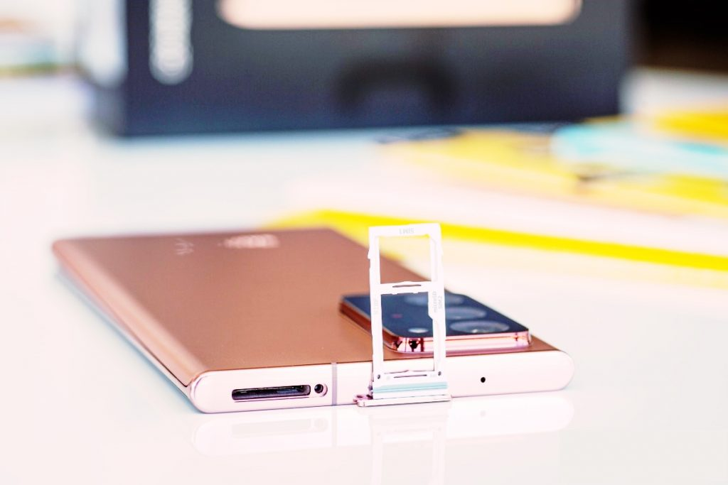 The Samsung Galaxy Note 20 Ultra can use memory card