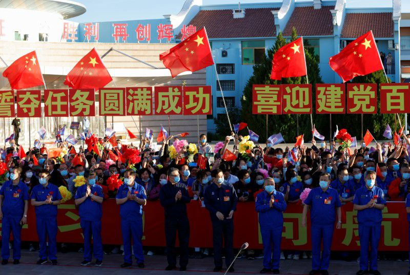 China Launches March 2F Y12 rocket 6