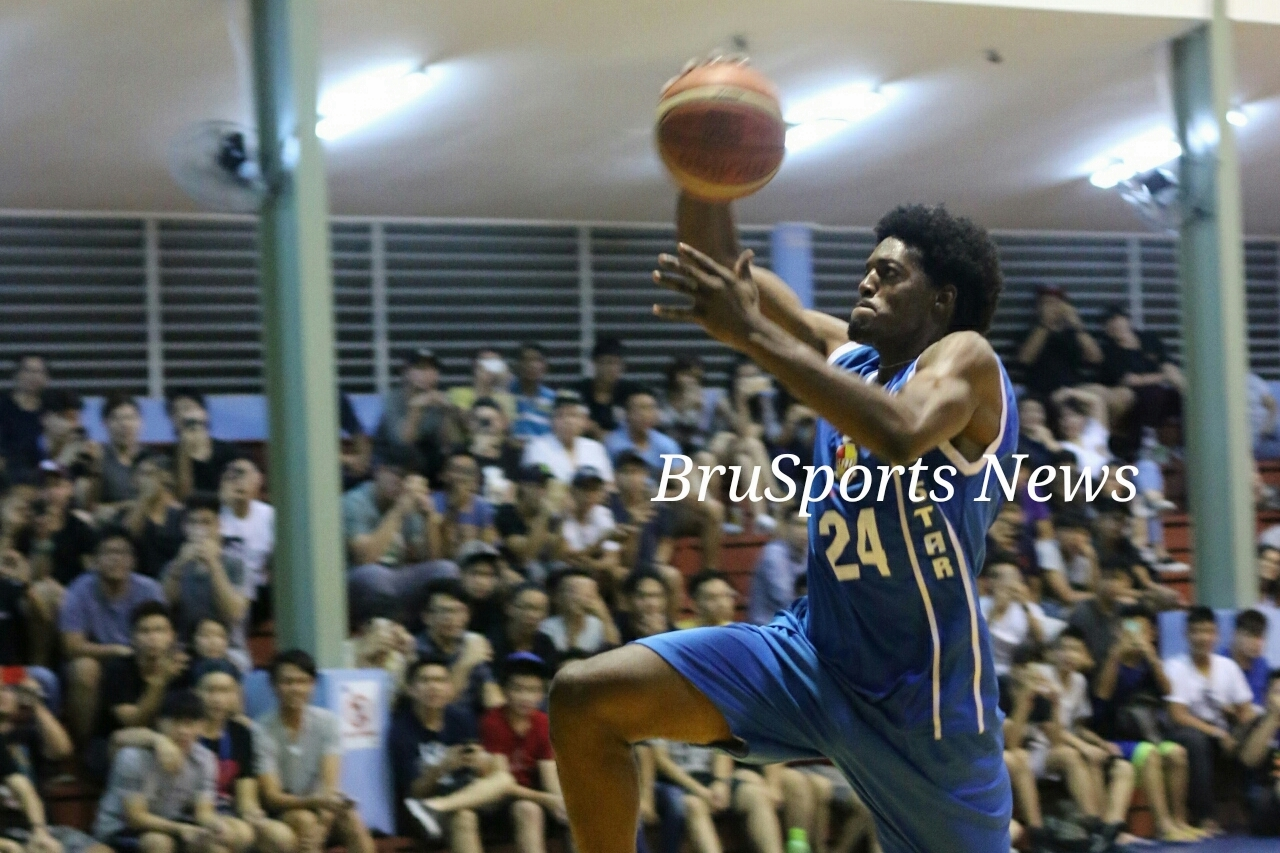 Stover claims Slam Dunk title