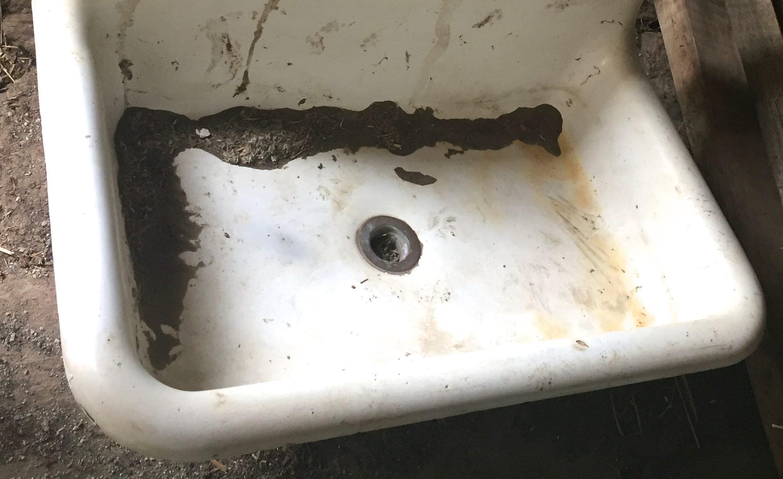 Antique Farm Sink Makeover {Tips for Restoring an Old Sink on a