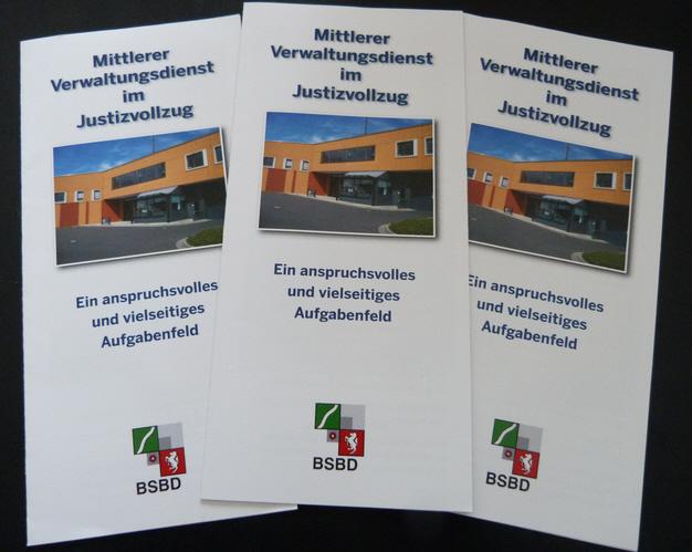 """Der neue Flyer """"Mittlerer Verwaltungsdienst""""."""