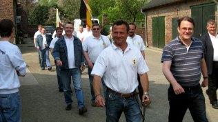 Sappeure und Offiziere üben den Ablauf zum Schützenfest