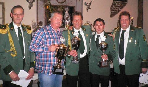 Preis- und Pokalschießen 2013