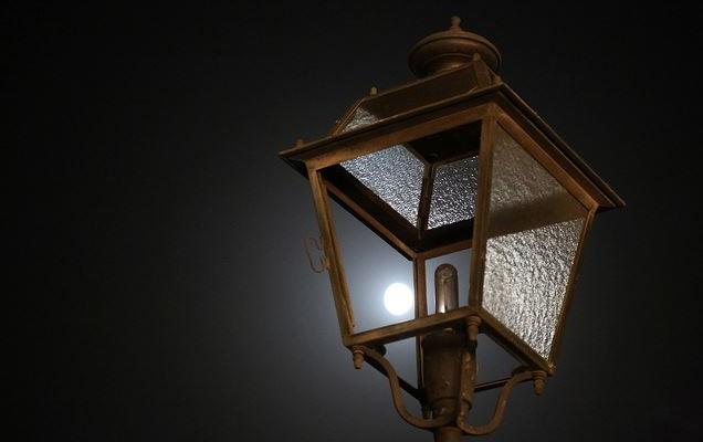 Un lampione spento