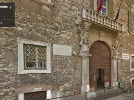 L'ingresso del liceo classico Arnaldo di Brescia