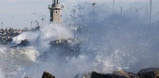 """Concorso """"Desenzano di terra e di lago"""" - le foto vincitrici: Burrasca di Paolo Merici - www.bsnews.it"""