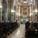 Il vescovo di Brecia Luciano Monari con il responsabile comunicazione della Diocesi don Adriano Bianchi durante la messa al Paolo VI - diritti foto www.bsnews.it