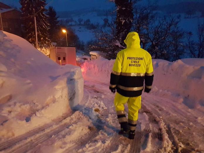 La protezione civile di Brescia al lavoro nelle zone colpite dal terremoto e da importanti nevicate. www.bsnews.it