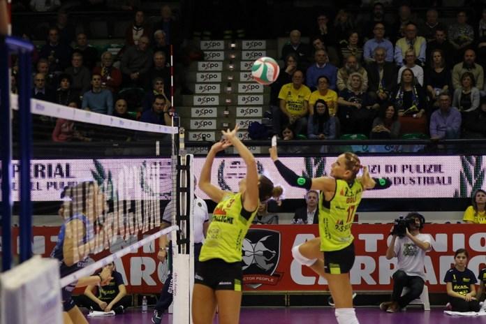 Pallavolo, Metalleghe contro Imoco, una scena di gioco (da ufficio stampa) - www.bsnews.it