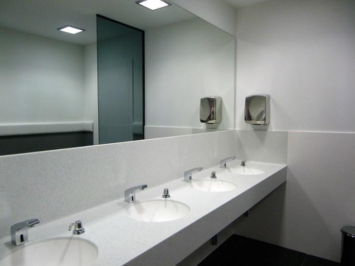 Bagni pubblici (foto generica da web)