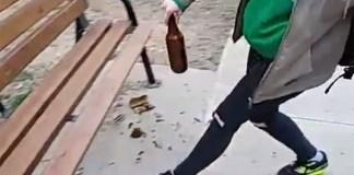 Ragazzini rompono bottiglie al parco di Brescia, il video di Instagram fa discutere