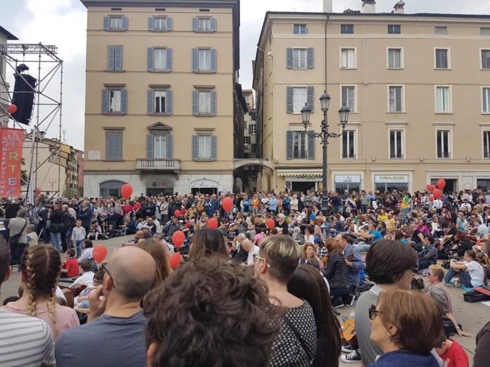 Mille Chitarre in piazza Loggia a Brescia, foto Veronica Bordogni, www.bsnews.it