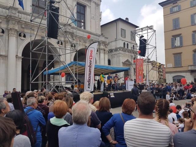 Mille Chitarre in piazza Loggia a Brescia, il palco, foto Veronica Bordogni, www.bsnews.it