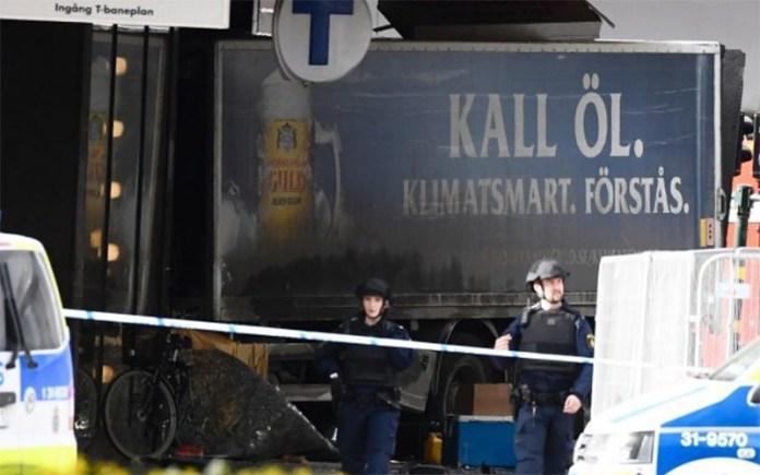Attentato terroristico con un camion in Svezia