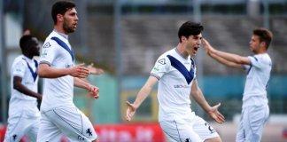 I giocatori del Brescia esultano dopo il gol - foto da sito Brescia Calcio - www.bsnews.it