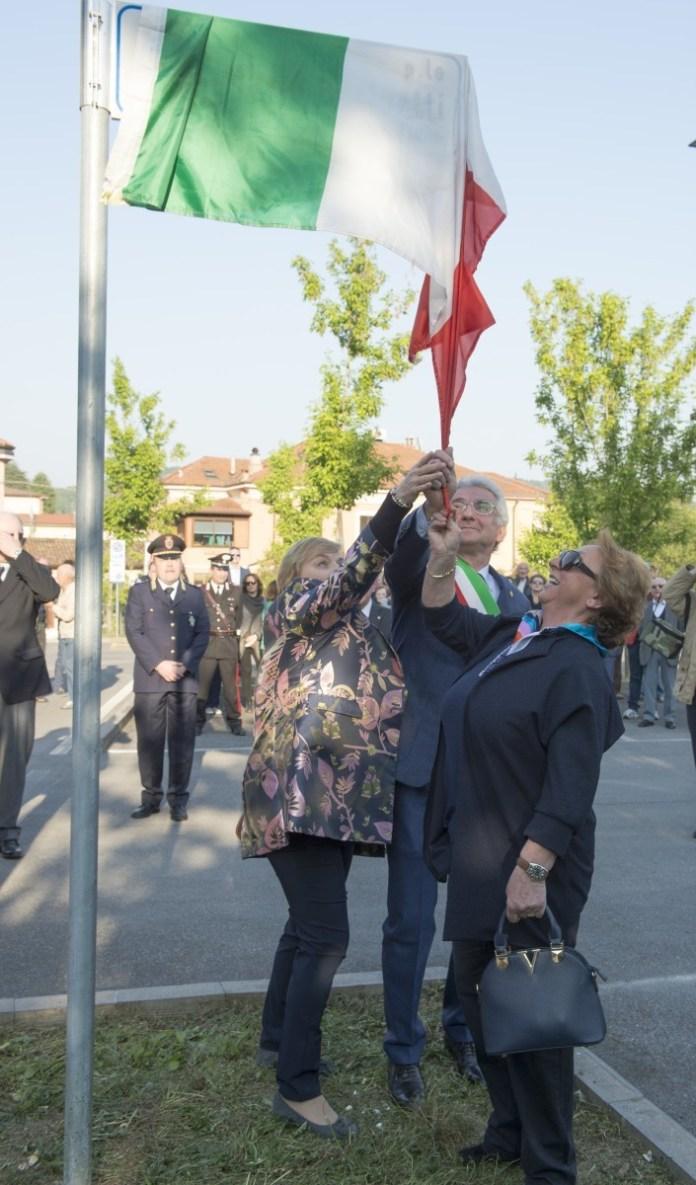 Gavardo, il piazzale antistante la biblioteca è stato intolato all'artigiano Mario Bertuetti, foto da ufficio stampa, www.bsnews.it