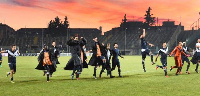 I giocatori del Brescia esultano - foto da www.bresciacalcio.it