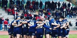 L'abbraccio dei giocatori del Rugby Rovato, foto da pagina Facebook ufficiale