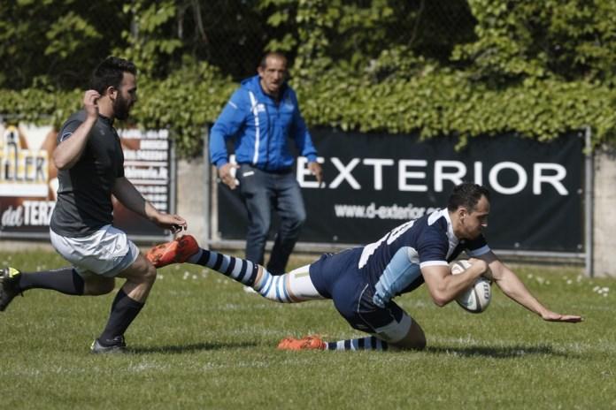 Un'azione di gioco della sfida tra Rugby Brescia e Verona - foto da ufficio stampa