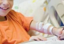 Un bambino ricoverato in una struttura ospedaliera