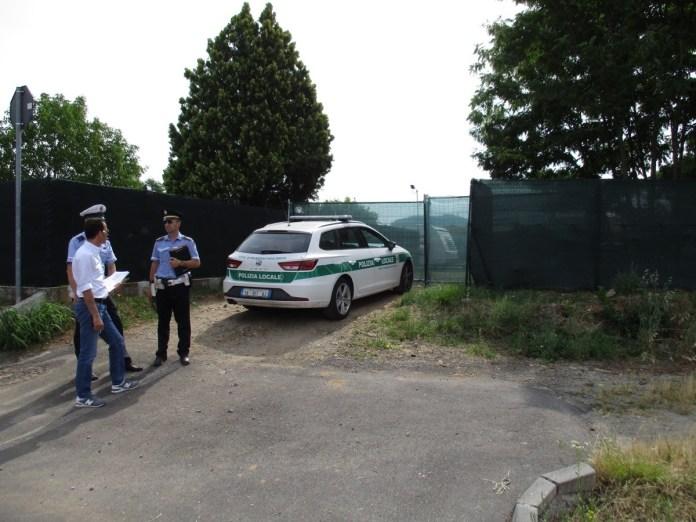 L'accampamento abusivo di via Vanzeghetto a Palazzolo, foto da ufficio stampa