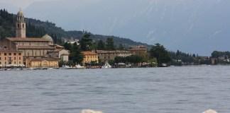 Il lungolago di Salò, diritti foto Andrea Tortelli
