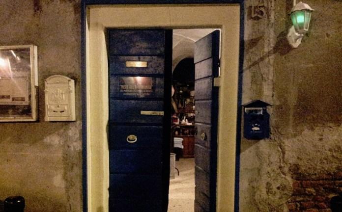 L'ingresso del Piccolo cinema paradiso di via Francesco Lana, a Brescia