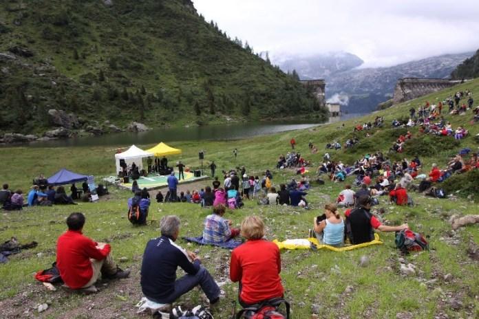 Lo spettacolo di Turelli richiama migliaia di visitatori in vetta