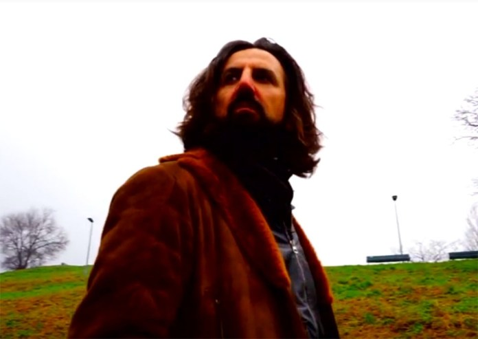 Omar Pedrini in un frame del video della canzone scritta da Noel Gallagher, foto da YouTube