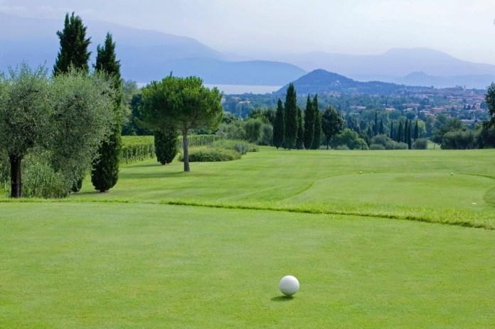 Una suggerstiva immagine del Garda Golf, foto da Bresciatourism