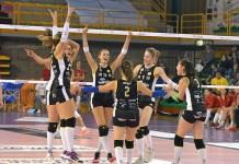 Le ragazze della Millenium esultano dopo la vittoria su Mondovì - foto da ufficio stampa
