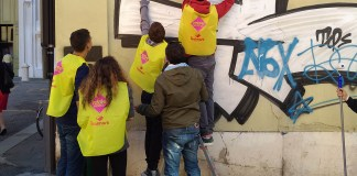 Pulitori in azione in Corso Magenta a Brescia in occasione del primo cleaning day, www.bsnews.it