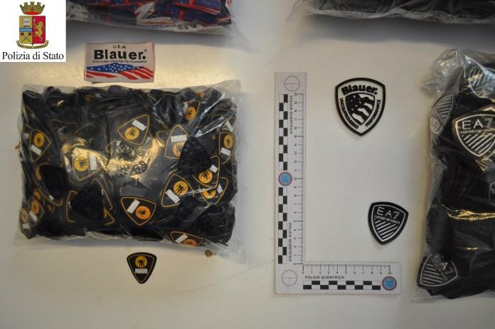 Il materiale sequestrato dalla Polizia alla stazione di Brescia, www.bsnews.it