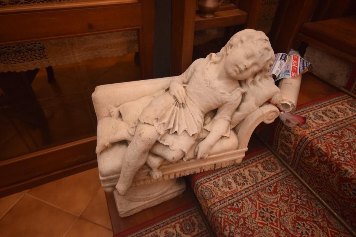 Furto di statue dalla corte di un palazzo storico: un arresto
