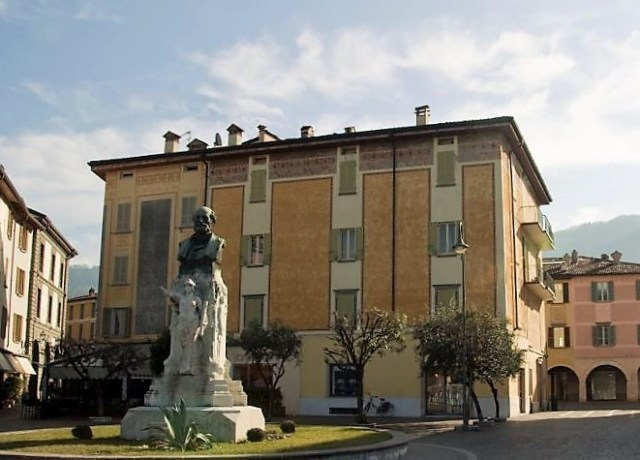 Il monumento a Gabriele Rosa