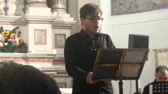 Daver Monaco, durante una delle sue numerose esibizioni liriche, foto da YouTube
