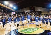 La Germani Basket Brescia festeggia dopo la vittoria con Reggio