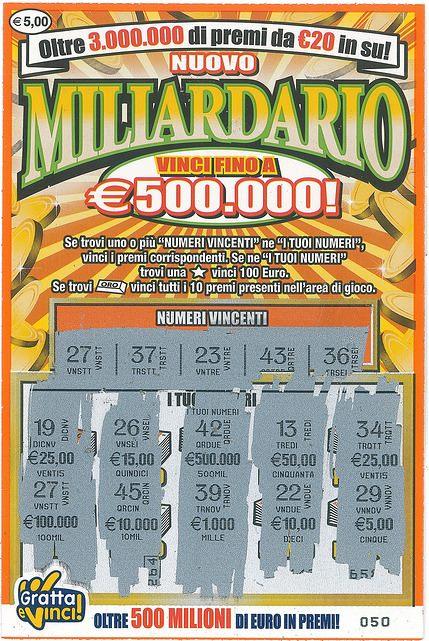 Il biglietto Gratta e vinci vincente della serie Miliardario, comprato al distributore Eni di Brescia