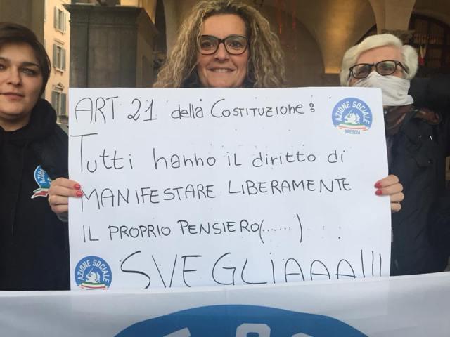 Laura Castagna manifesta per il rispetto dell'articolo 21, foto da Facebook