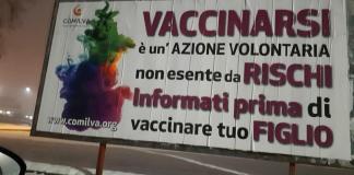 Uno dei manifesti anti-vaccini visibili a Brescia, foto Fabrizio Benzoni da Facebook