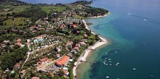 Una veduta aerea di San Felice del Benaco, sul lago di Garda