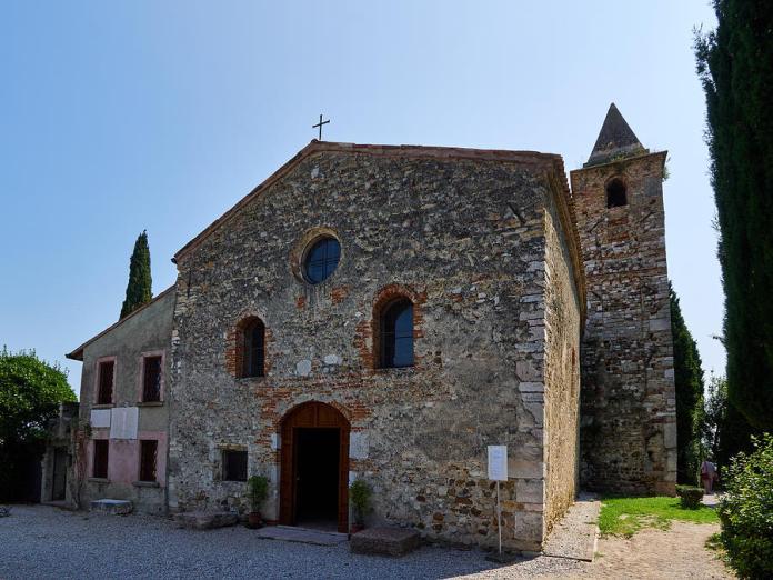 Sirmione, la chiesa di San Pietro in Mavino
