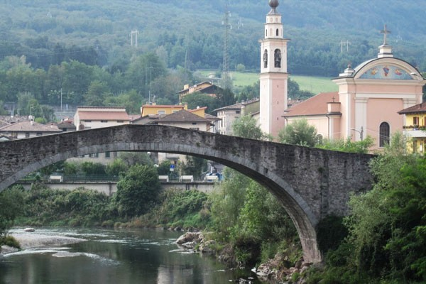 Il ponte e la chiesa di Montecchio, a Darfo Boario Terme