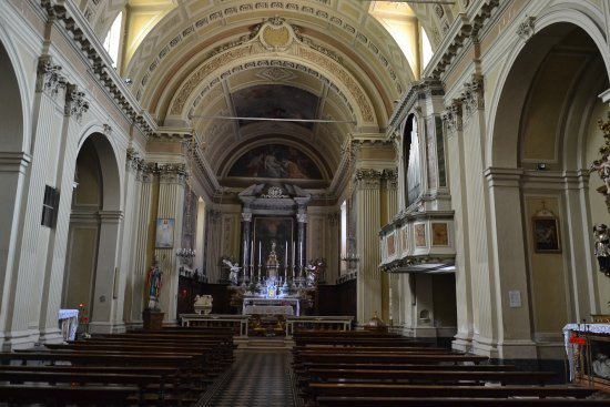 L'interno della chiesa di Sant'Ambrogio a Gorzone, Darfo Boario Terme