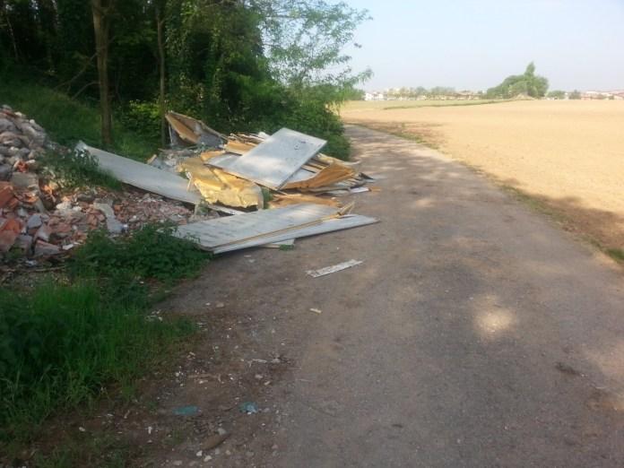 I rifiuti abbandonati a Palazzolo sull'Oglio, foto da Comune