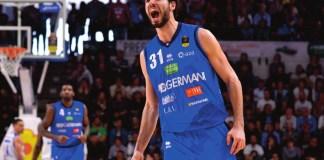 Michele Vitali esulta durante la partita a Sassari - foto da ufficio stampa
