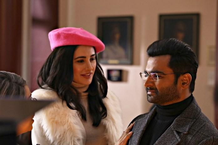 I due attori protagonisti in una scena del film Amavas