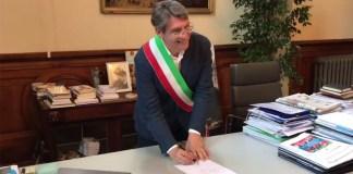 Del Bono sindaco di Brescia, la firma ufficiale (foto da Facebook)