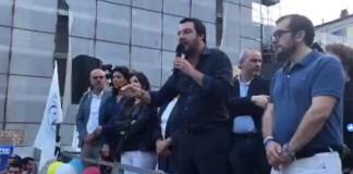 Matteo Salvini in piazza Mercato a Brescia, foto da diretta Facebook
